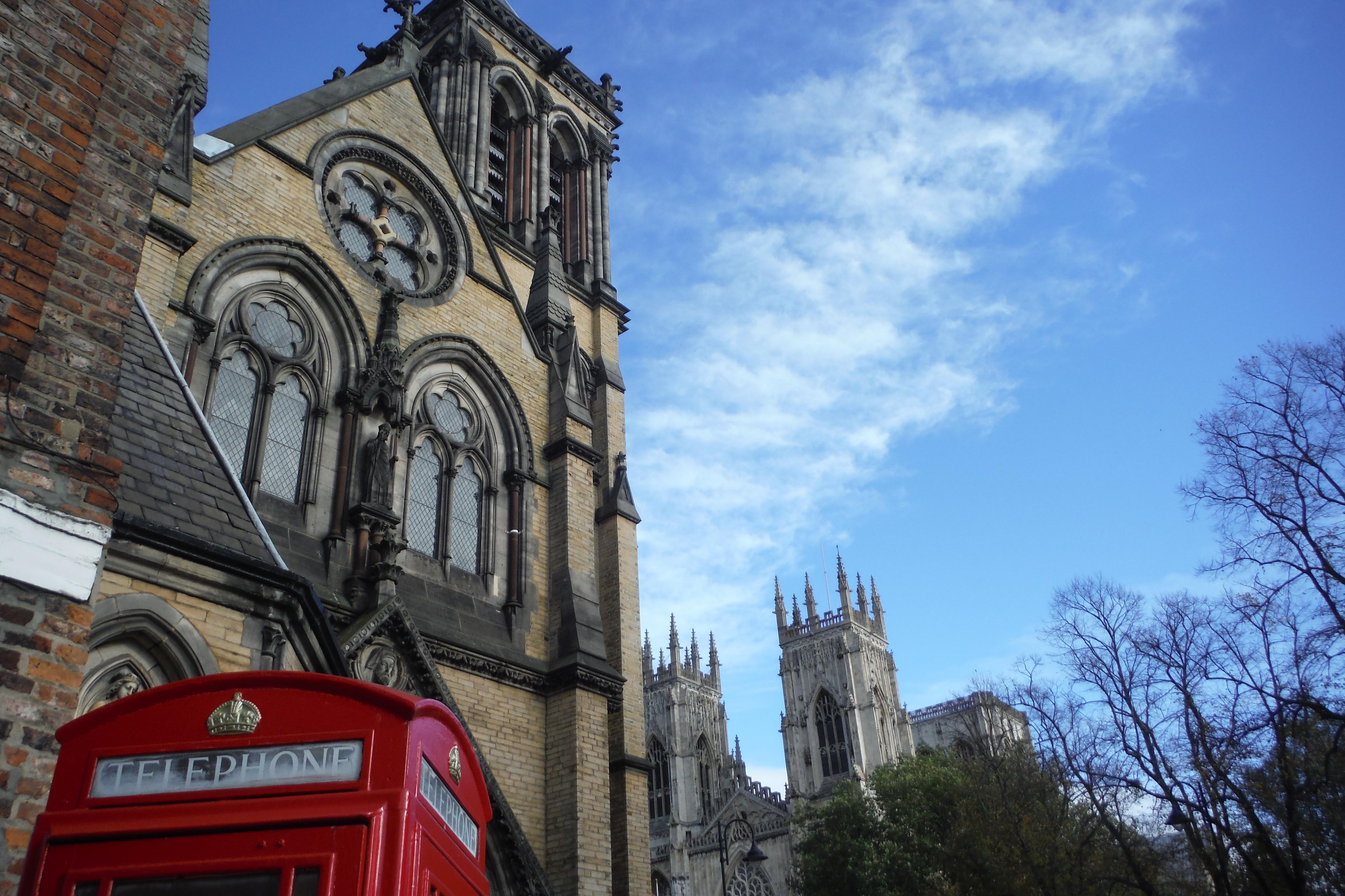 York Cathédrale et phone